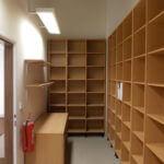 zázemí pro prodejnu - dřevotřískové regály a nábytek